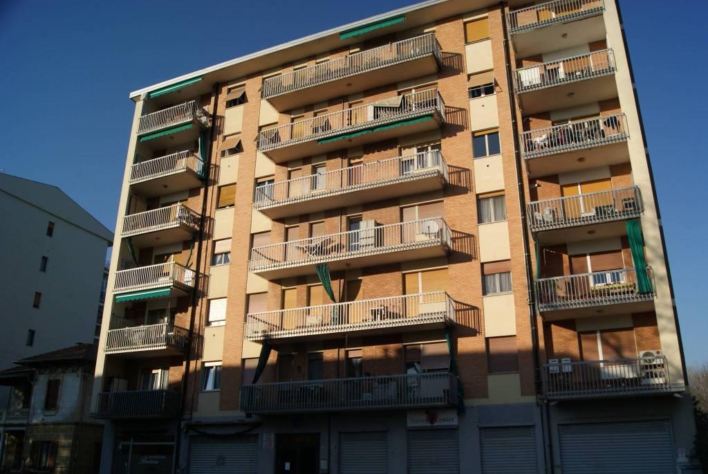 Appartamento in buone condizioni in vendita Rif. 9392471