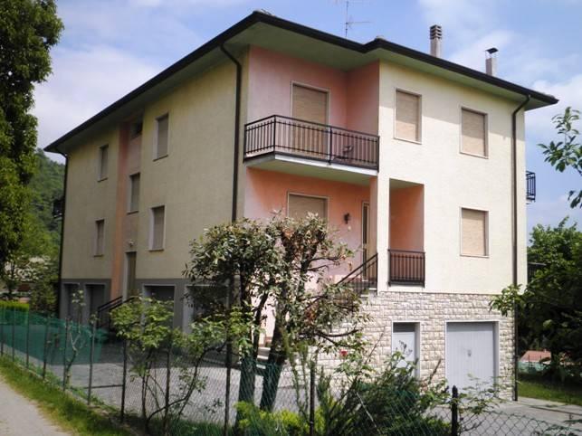 Appartamento in buone condizioni in vendita Rif. 9391483