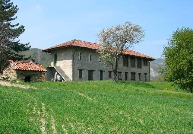 Rustico / Casale in vendita a Roccaverano, 6 locali, prezzo € 450.000 | CambioCasa.it