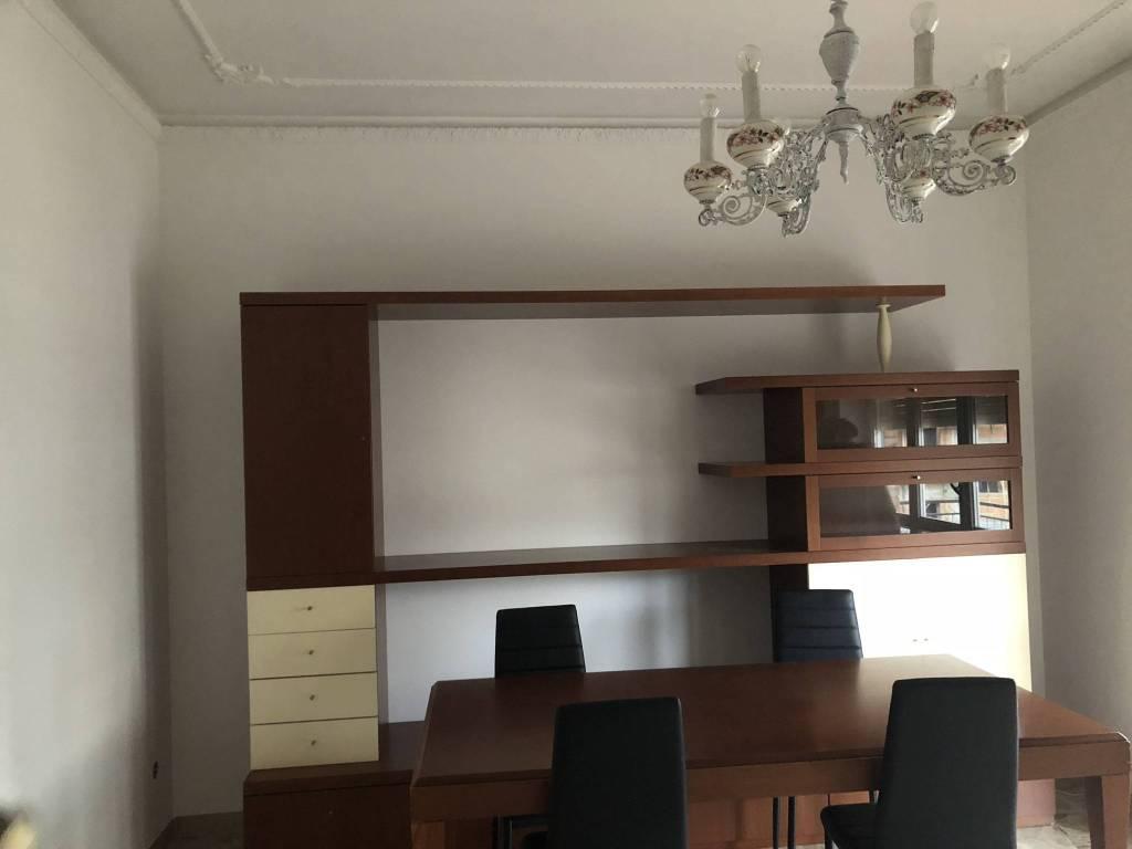 Appartamento in buone condizioni arredato in affitto Rif. 8833691
