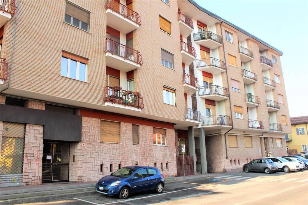 Appartamento in buone condizioni in vendita Rif. 9392590
