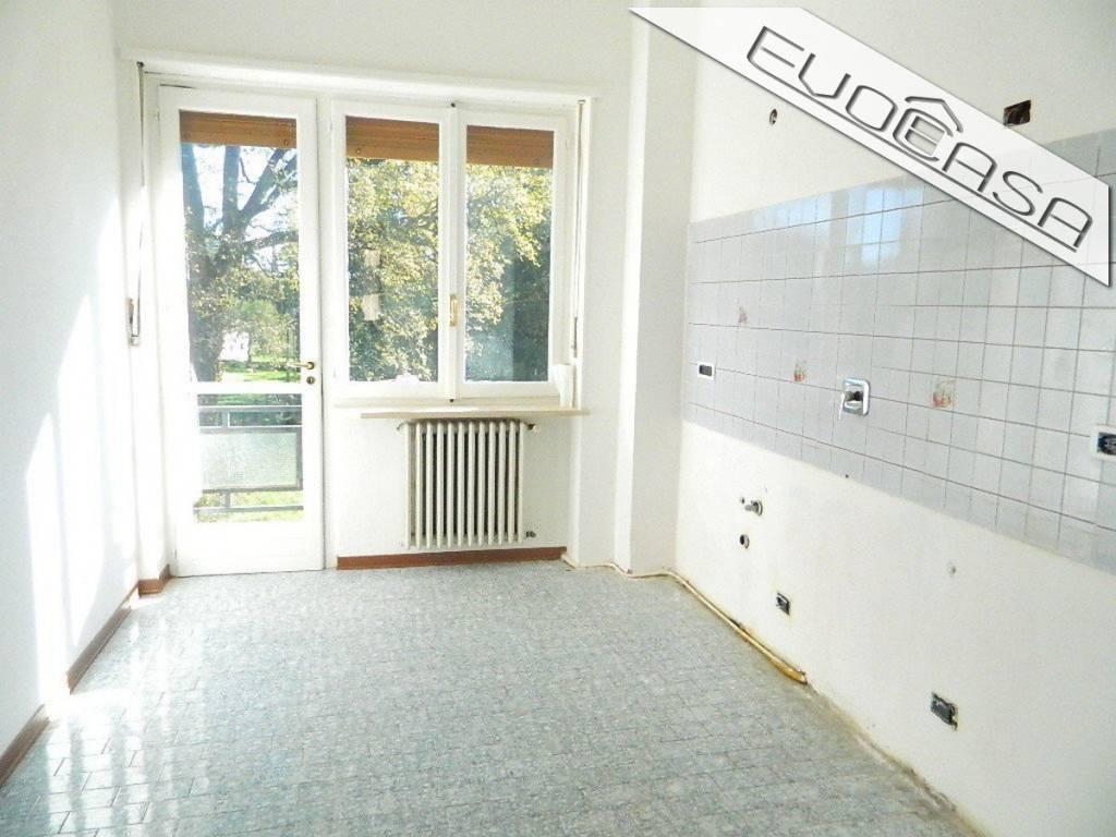Appartamento in buone condizioni in affitto Rif. 9406556