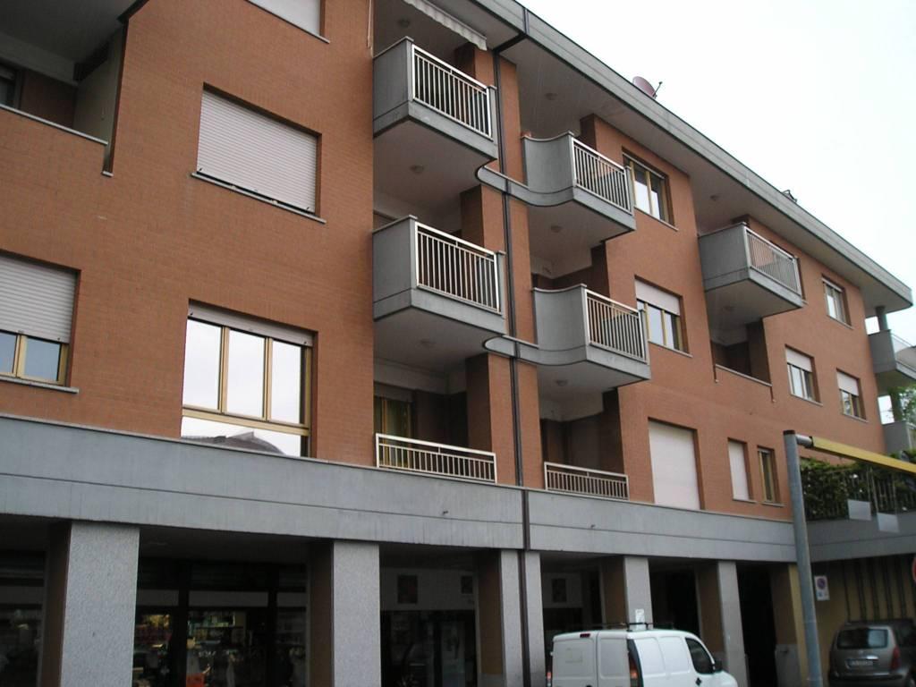 Appartamento in buone condizioni arredato in affitto Rif. 9406420