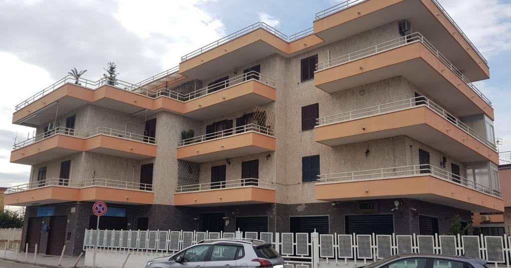 Appartamento in buone condizioni in vendita Rif. 9405842
