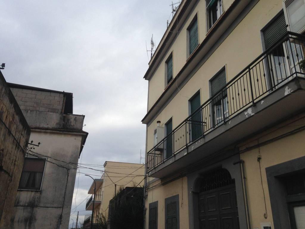 Appartamento in buone condizioni in vendita Rif. 9406501