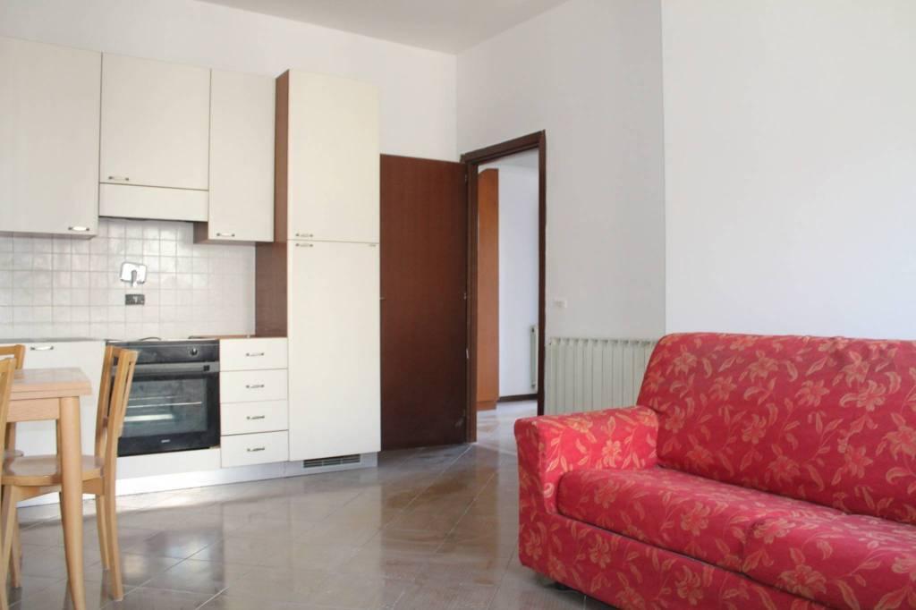 Appartamento in buone condizioni in affitto Rif. 9259862
