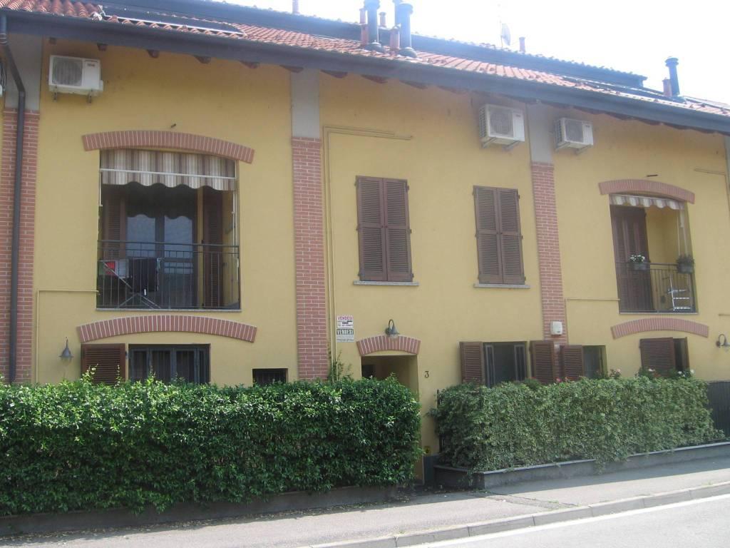 Appartamento in buone condizioni arredato in vendita Rif. 8650650
