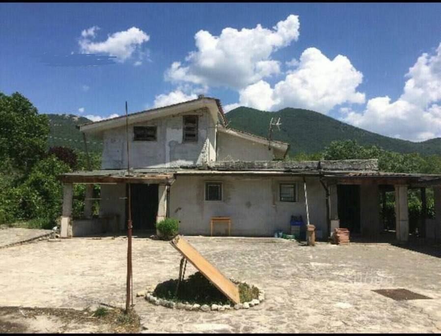 Villa quadrilocale in vendita a Arsoli (RM)