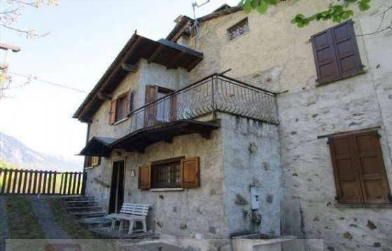 Casa indipendente trilocale in vendita a Mazzo di Valtellina (SO)