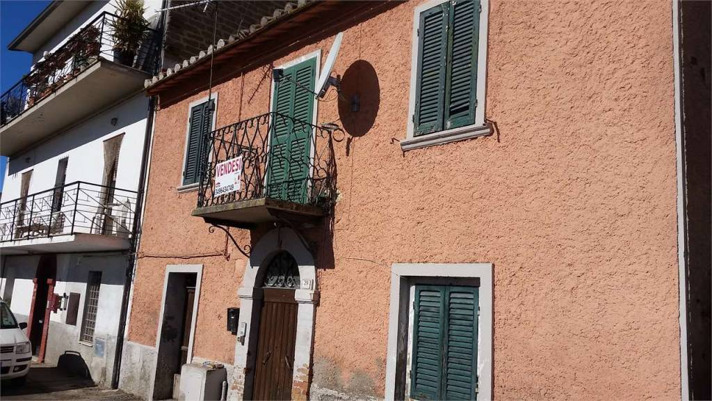 Casa indipendente 5 locali in vendita a Perugia (PG)