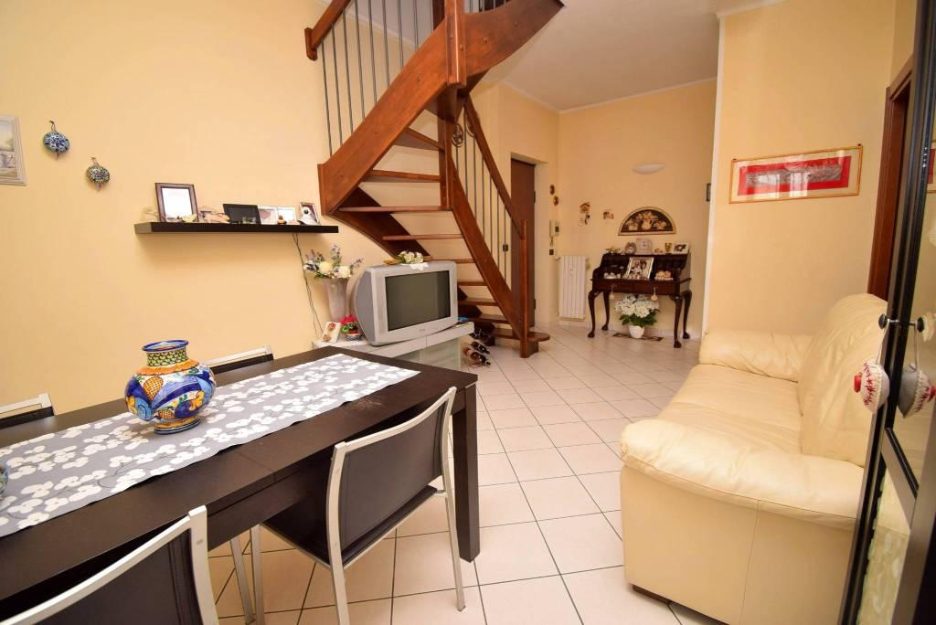 Appartamento in ottime condizioni in vendita Rif. 9262451