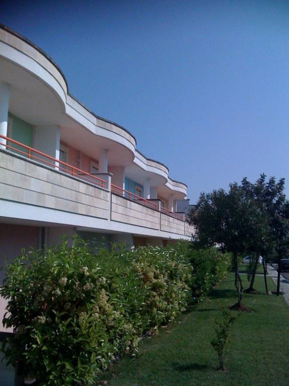 Appartamento in buone condizioni in vendita Rif. 9240517