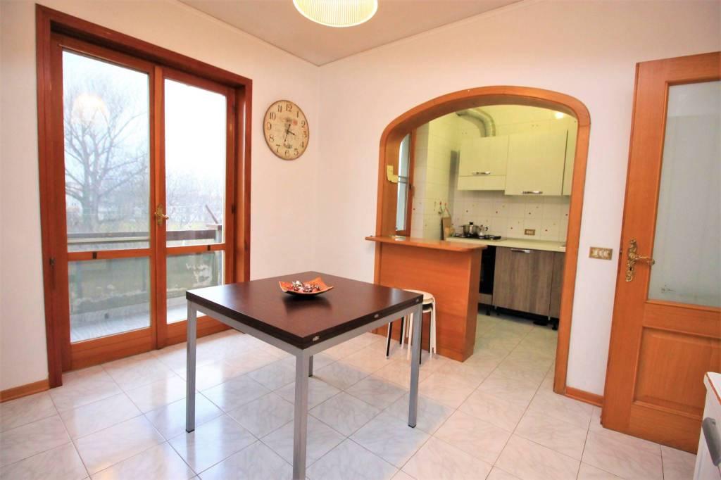Appartamento in buone condizioni in vendita Rif. 9423139