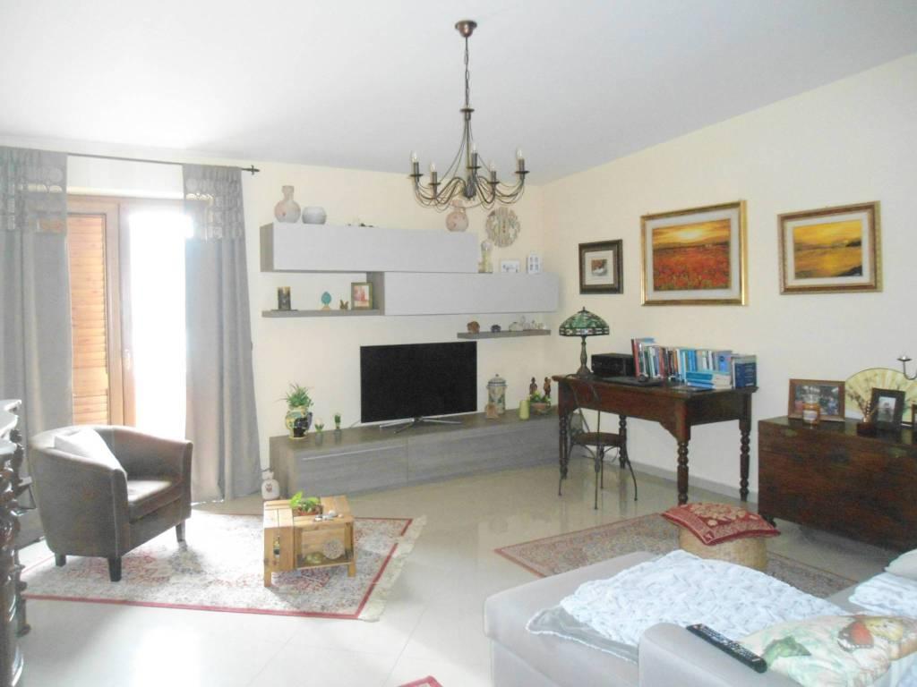 Appartamento in ottime condizioni in affitto Rif. 9419148