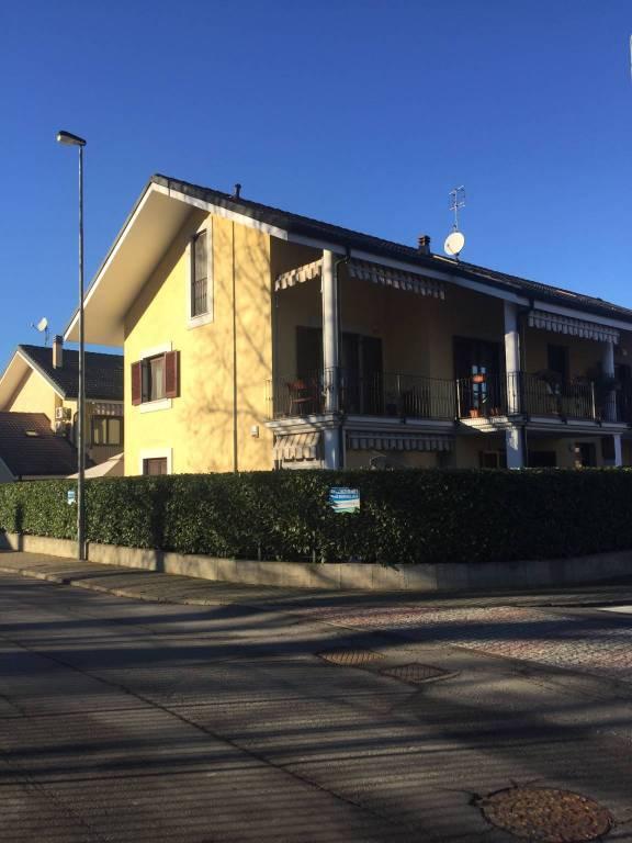 Appartamento in buone condizioni in vendita Rif. 9358472