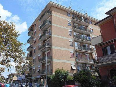 Appartamento in buone condizioni arredato in affitto Rif. 9422767