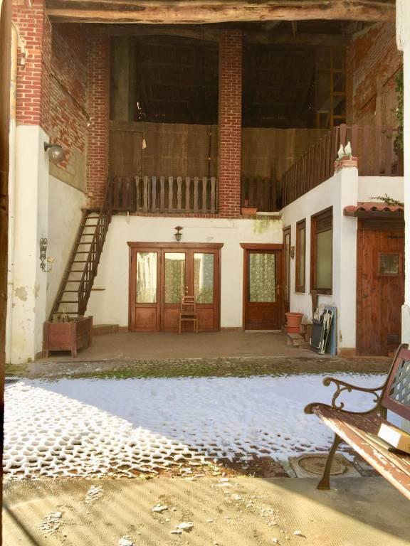 Rustico / Casale in buone condizioni in vendita Rif. 9422783