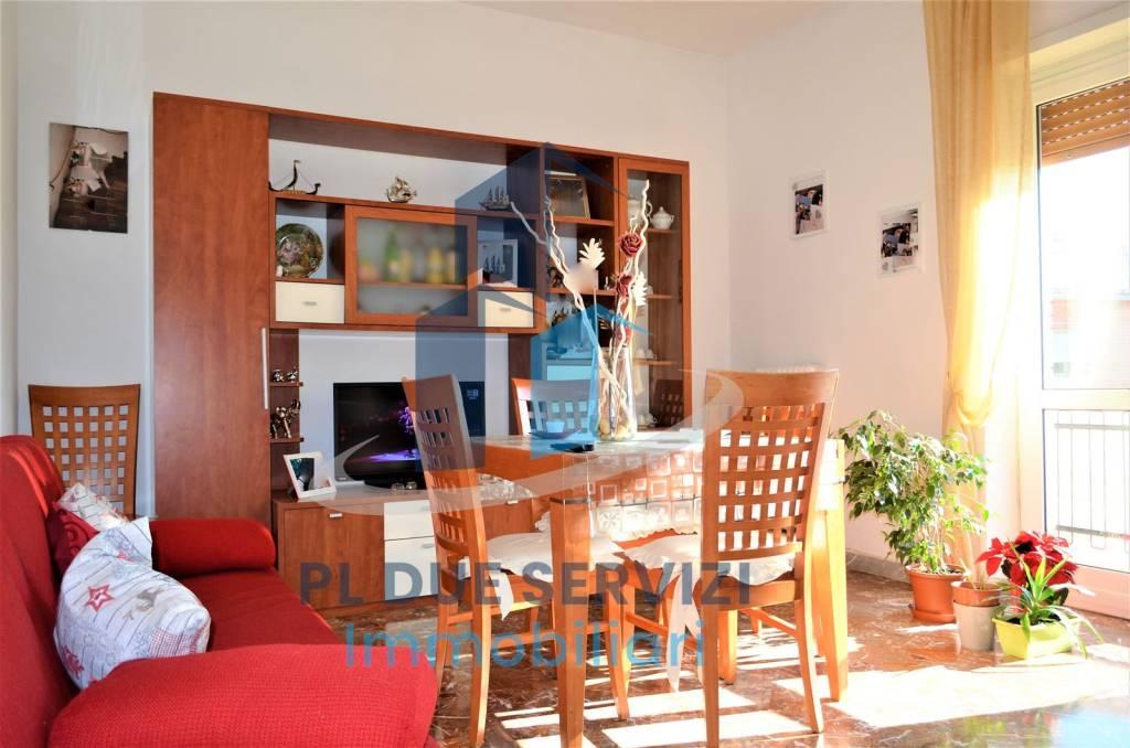 Appartamento in buone condizioni in vendita Rif. 9424714