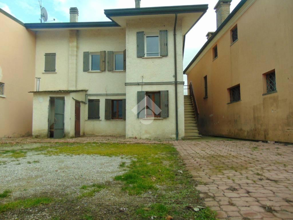 Casa Indipendente in buone condizioni in vendita Rif. 9454648