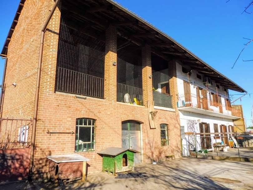 Casa Indipendente in buone condizioni in vendita Rif. 9447361