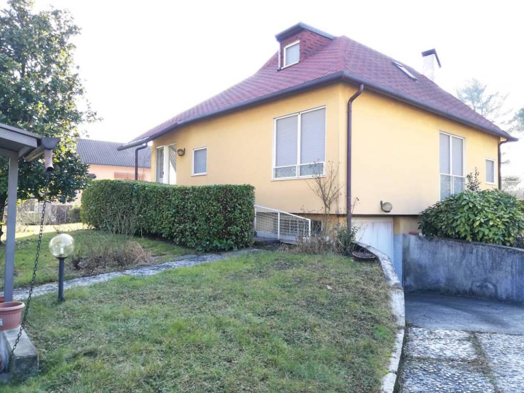 Villa in buone condizioni in vendita Rif. 9435841