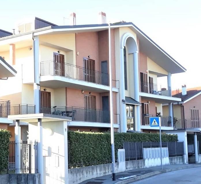 Appartamento in buone condizioni in vendita Rif. 9432323