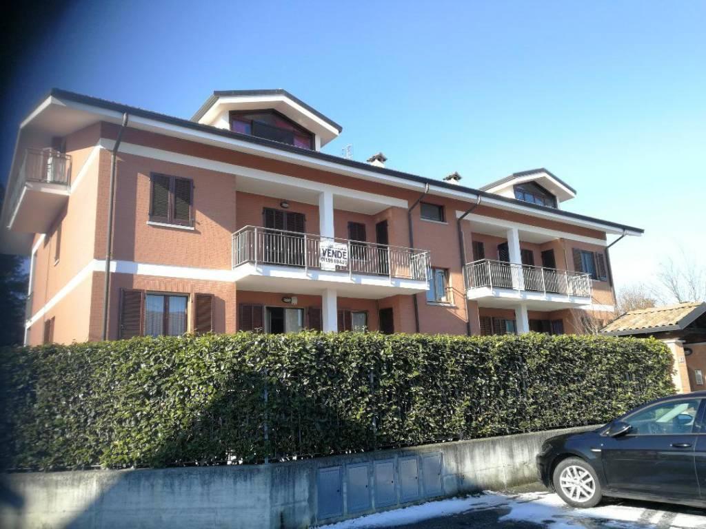 Appartamento in ottime condizioni in vendita Rif. 9432901