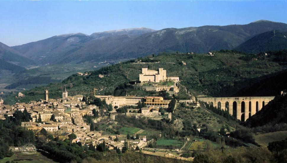 Capannone in affitto a Spoleto, 6 locali, prezzo € 800 | CambioCasa.it