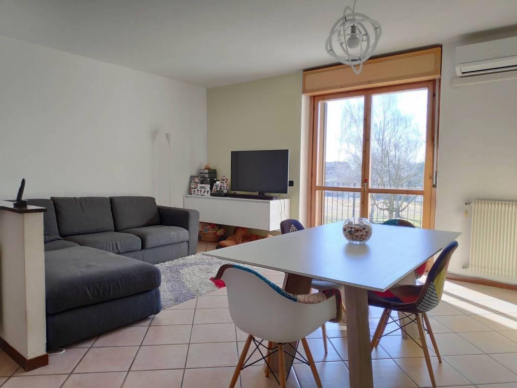 Appartamento in buone condizioni in vendita Rif. 9318974