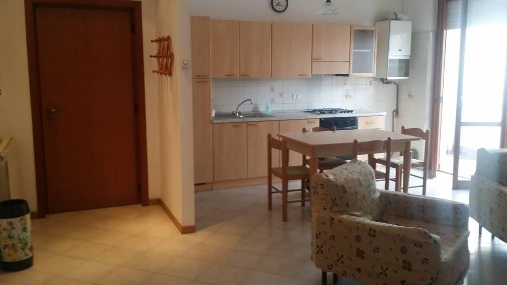 Appartamento in buone condizioni arredato in affitto Rif. 9431788