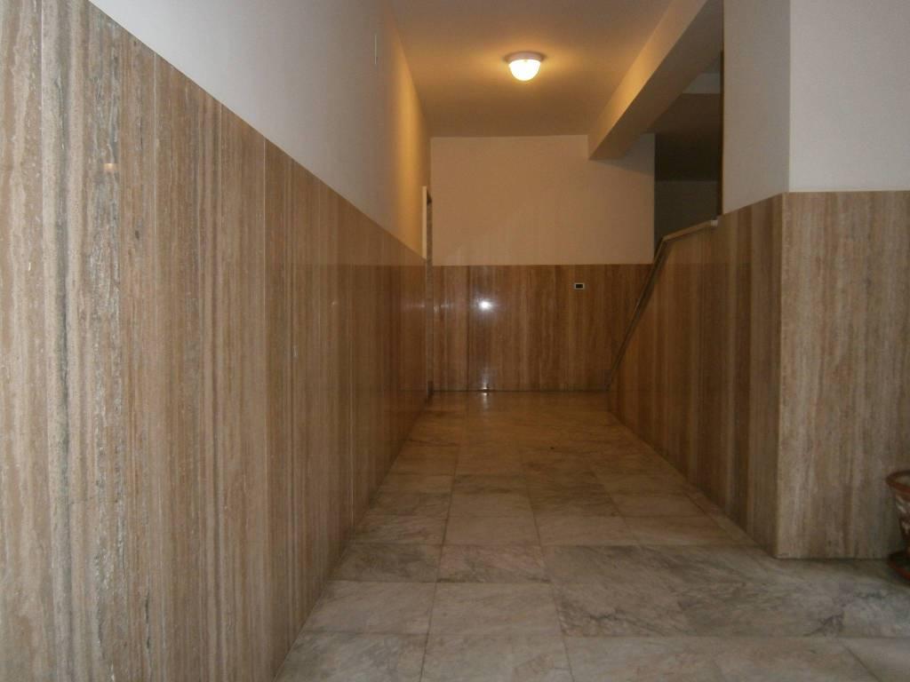 Appartamento in buone condizioni in affitto Rif. 9435575