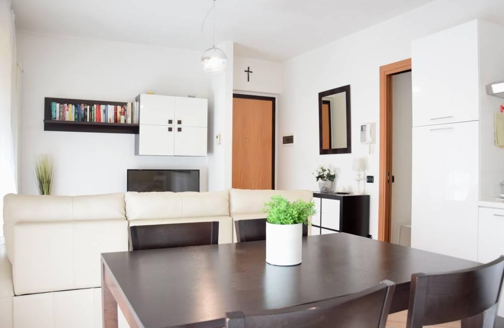 Appartamento in ottime condizioni in vendita Rif. 9431987