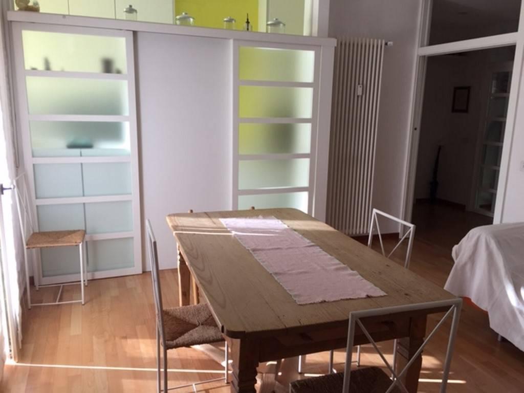 Appartamento in buone condizioni parzialmente arredato in vendita Rif. 8924733