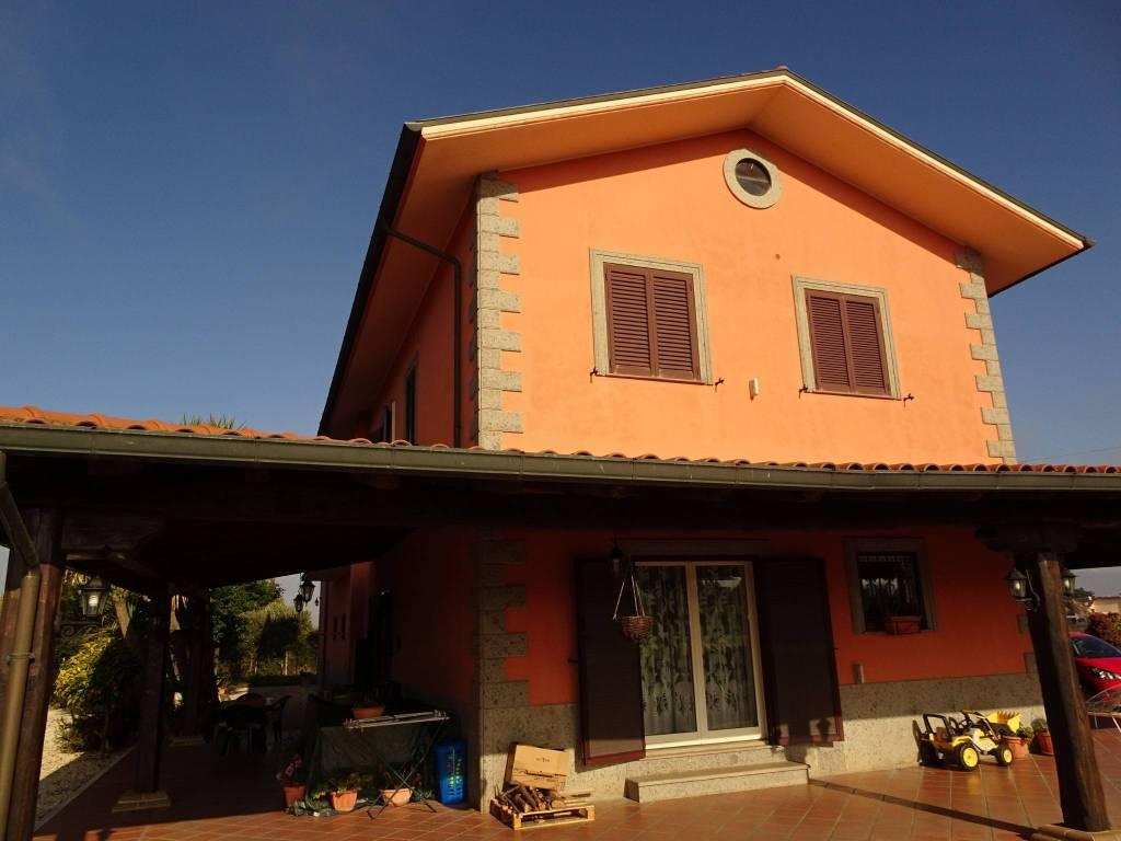 Rustico / Casale in buone condizioni in vendita Rif. 9437823