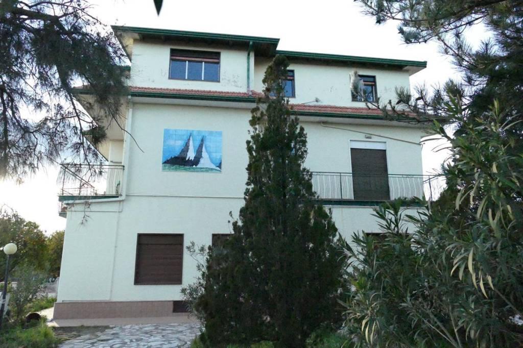 Appartamento in Affitto a Pedara: 4 locali, 98 mq