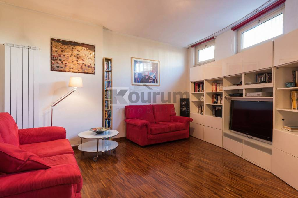 Appartamento in ottime condizioni in vendita Rif. 9432312
