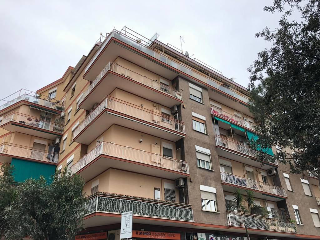 Appartamento in ottime condizioni in vendita Rif. 9432810