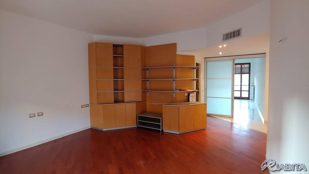 Appartamento in Affitto a Piacenza Centro: 4 locali, 120 mq