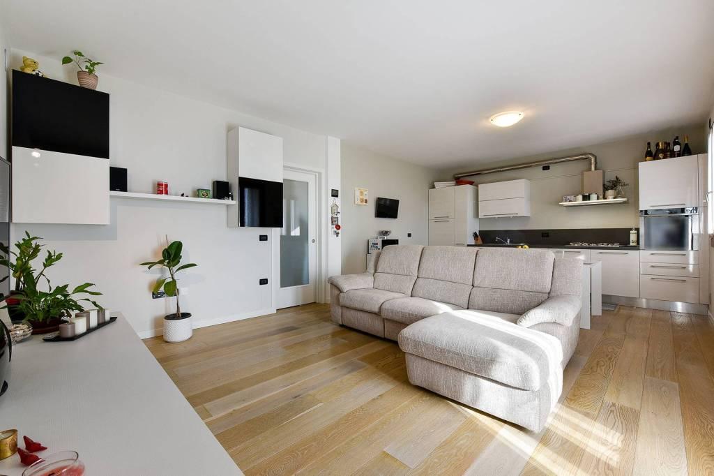 Appartamento in ottime condizioni in vendita Rif. 9434327