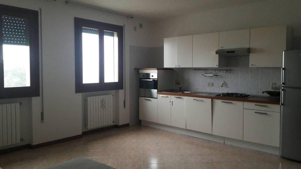 Appartamento in buone condizioni arredato in vendita Rif. 9435954