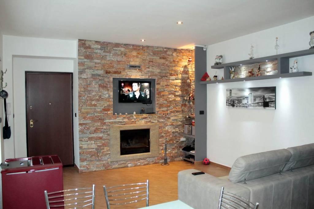 Appartamento in ottime condizioni parzialmente arredato in vendita Rif. 9433501