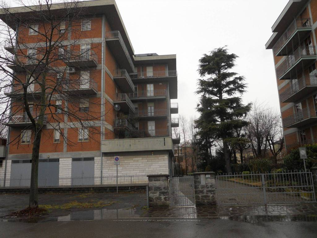 Appartamento da ristrutturare in vendita Rif. 9453105