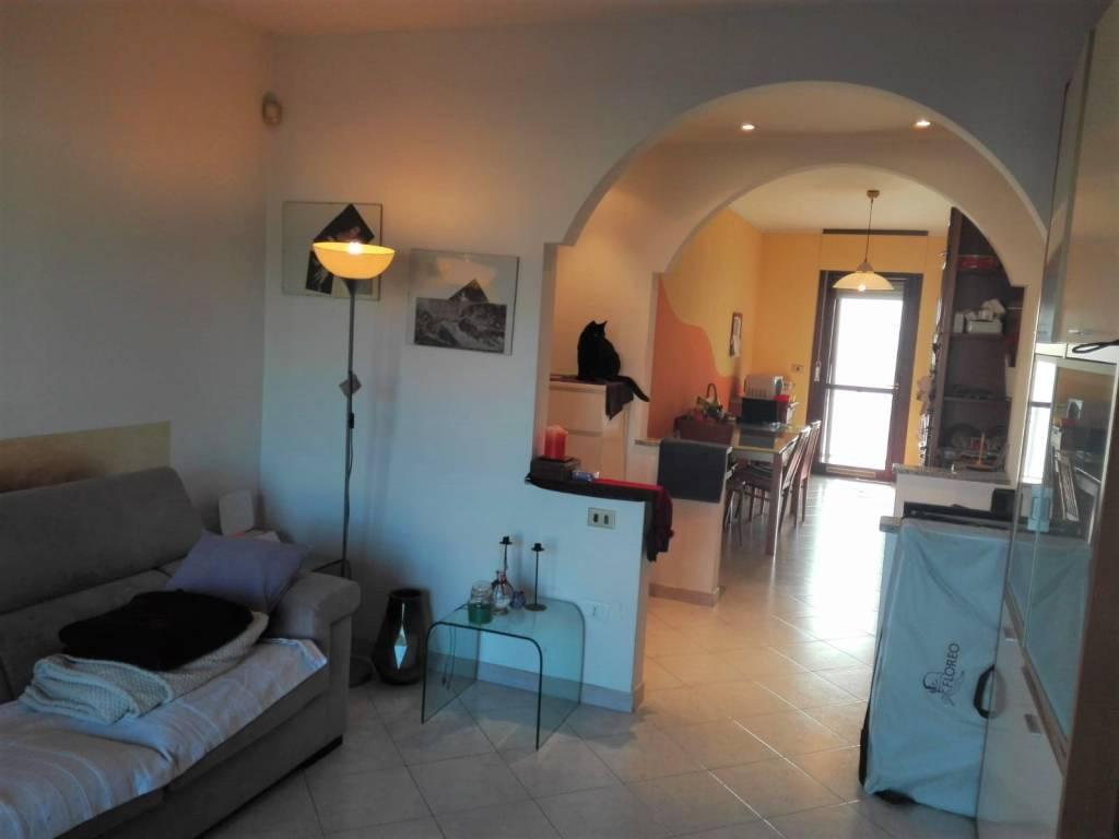 Appartamento in buone condizioni in vendita Rif. 9451669