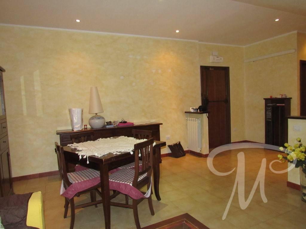Appartamento in buone condizioni in vendita Rif. 9454535