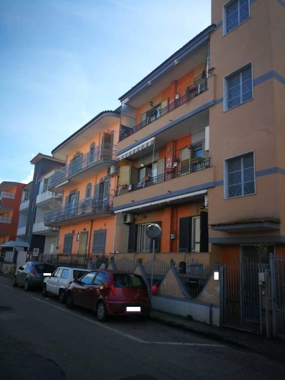 Appartamento in buone condizioni in vendita Rif. 9450152