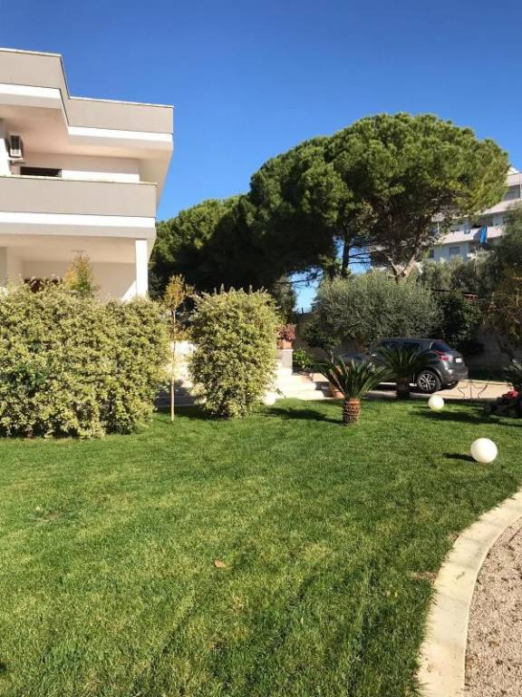 Villa in Vendita a Lecce Periferia: 5 locali, 300 mq
