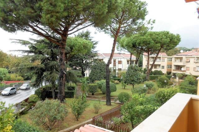 Appartamento in buone condizioni parzialmente arredato in affitto Rif. 5687541