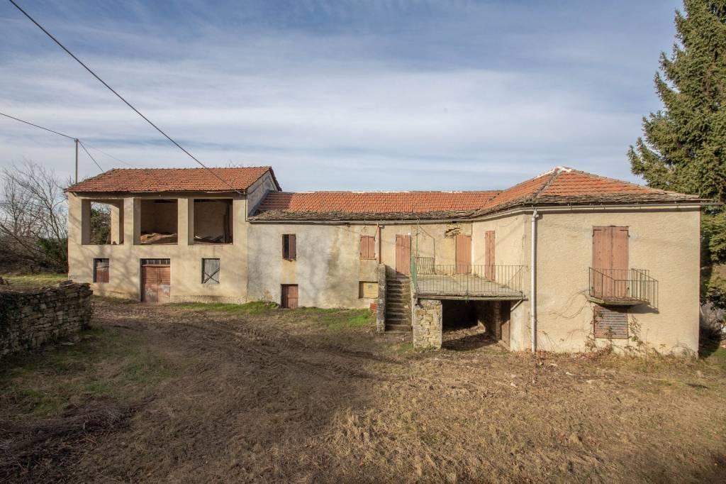 Rustico / Casale in vendita a Pezzolo Valle Uzzone, 5 locali, prezzo € 80.000   PortaleAgenzieImmobiliari.it