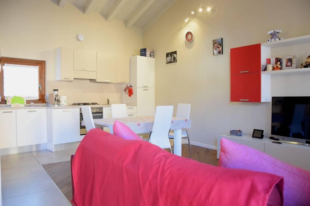 Appartamento in ottime condizioni arredato in vendita Rif. 9446843