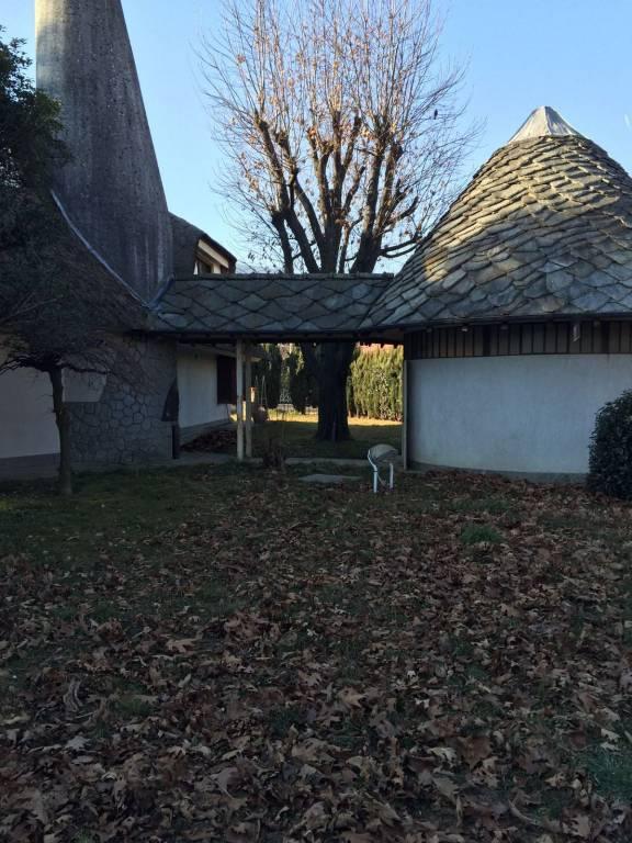Villa parzialmente arredato in affitto Rif. 9446786